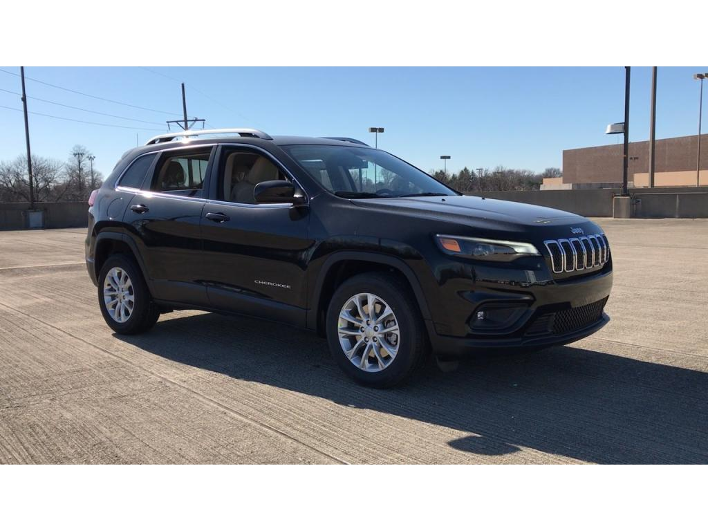 NEW 2019 JEEP CHEROKEE LATITUDE FWD - Diamond Black Crystal Pearl-Coat Exterior Pain