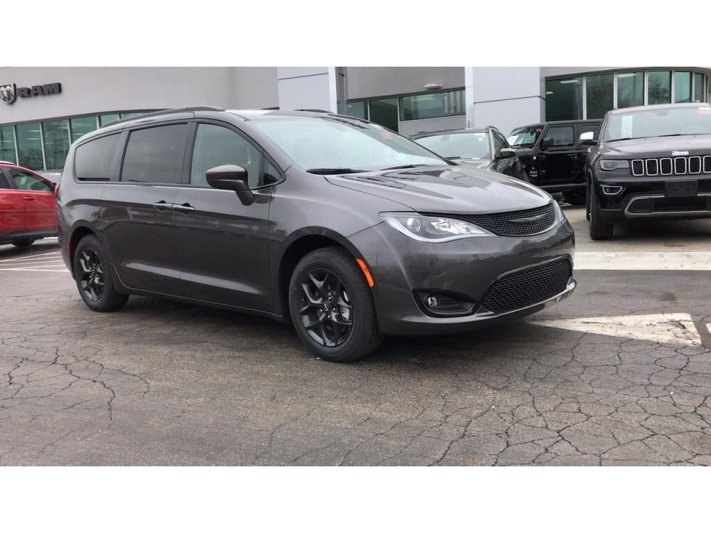 NEW 2019 CHRYSLER PACIFICA TOURING PLUS – Granite Crystal Metallic Clear-Coat Exterior Paint